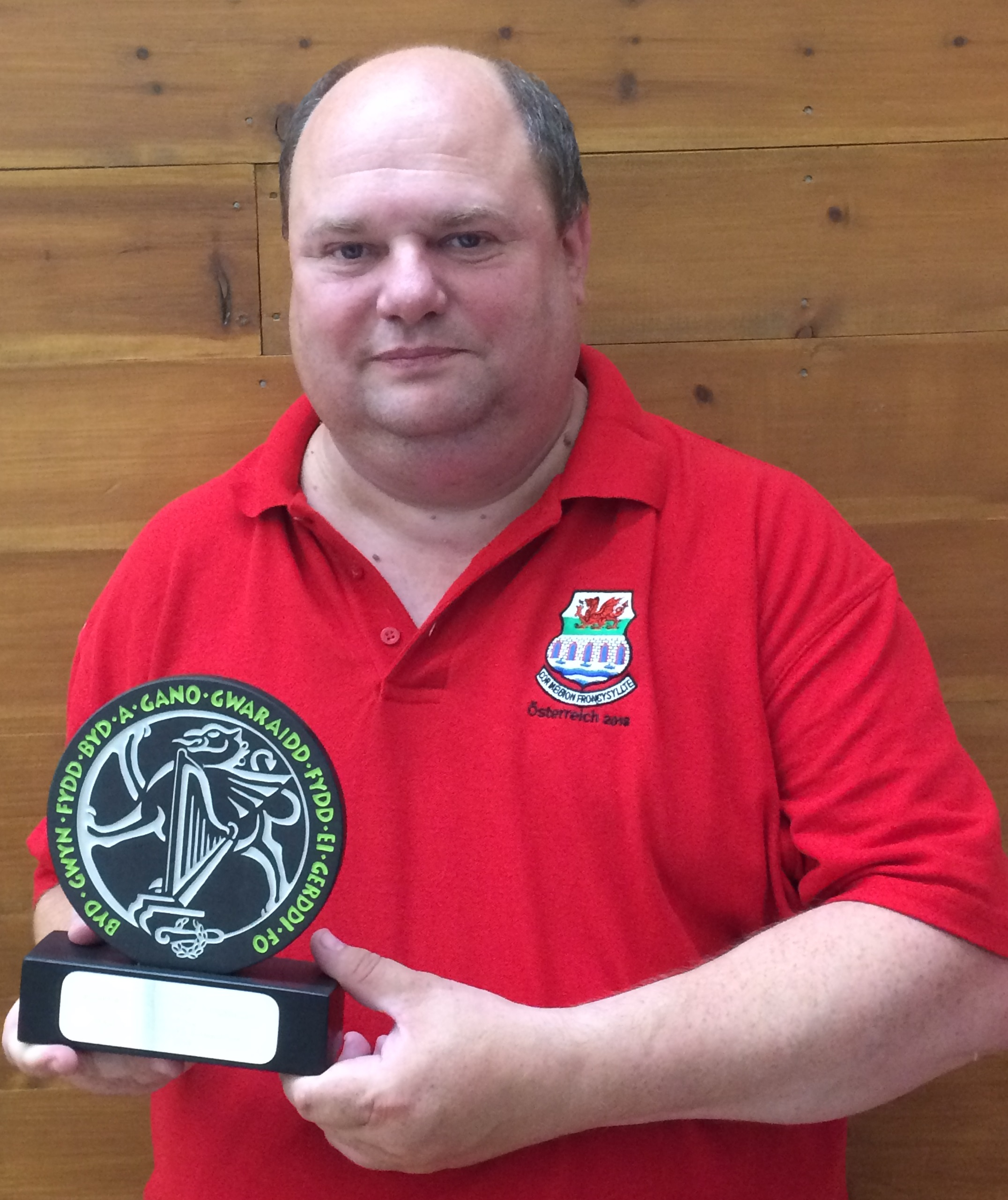 Neil Hayward with Llangollen Trophy.jpg