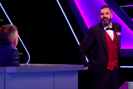 18f. Darren Barker takes his turn on Tenable with host Warwick Davis.