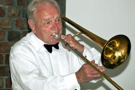 27.Arthur Williams entertains the Choir with When the Saints