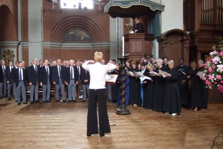 36.Rehearsing Tydi a Roddaist with the St Jude on the Hill, Hampstead Garden Suburb Church Choir The Choir attended the Eucharist Service on the Sunday Morning - 22nd June
