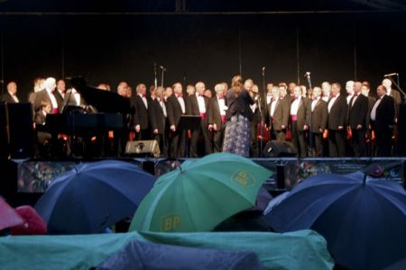 We're in the dry but the audience resigned themselves to the fact that the rain was not going to stop and enjoyed an excellent evening from under their brollys at the Chirk Castle Wrexham Year of Culture Concert.