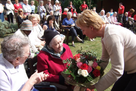 Ann presents Helen with her bouquet from the Brits