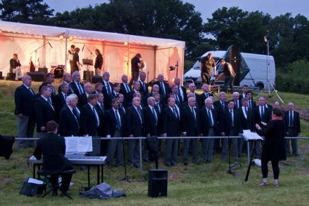 45.Concert performance at Pontcysyllte for the celebrations to launch the Canal and River Trust