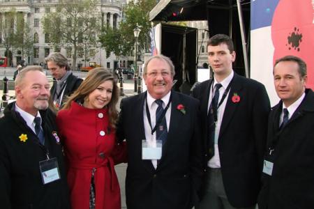 06.John Evans, Paul Hopton, Matthew Hayward and Dylan Wynne with Hayley Westenra