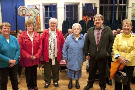 79.Helen, Pam, Jean, Audrey, Dave (Choir Chairman) and Anne The Ladies Committee at practice to make a presentation - 5 December