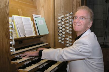 39.Owen Maelor Roberts at the Manual of the St Asaph Cathedral Organ