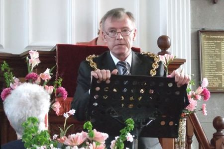 18.Cllr George D. James - Mayor of Wrexham addresses the Songs of Praise congregation in Seion Chapel