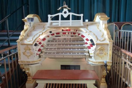 08B. The magnificent Wurlitzer organ in Stockport town hall ballroom