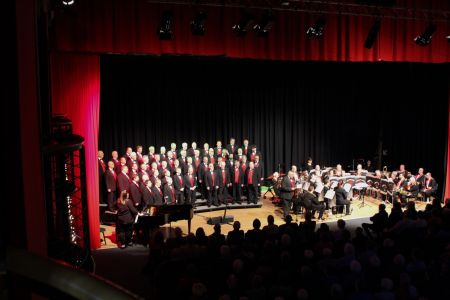 06D. Dave Preston introduces a Joint piece with the Lewis Merthyr Band at the Llangollen Pavilion 17/03/19